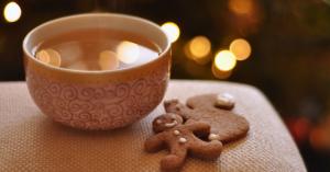 gingerbread men with tea